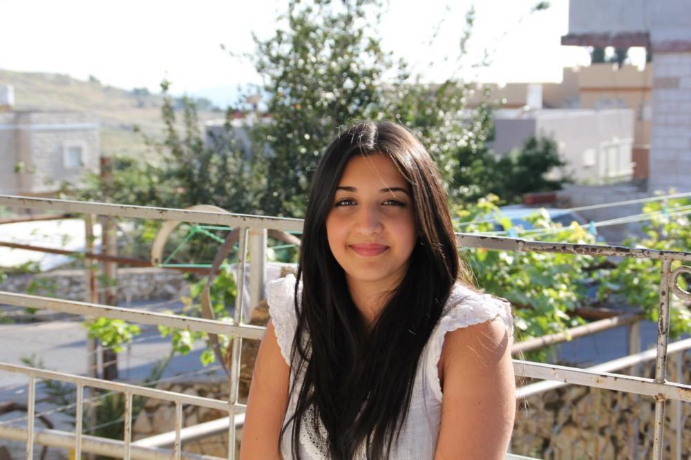 ماريا دكور-اشقر، حاصلة على لقب أول بالاستشارة والتنمية البشرية، طالبة لقب ثاني بمجال الاستشارة العائلية، خريجة كورس كاكتوس لإنشاء وتطوير مشاريع تجارية، فائزة بمسابقة كاكتوس لريادة الأعمال، ومؤسسة مشروع بمجال الاستشارة العائلية.