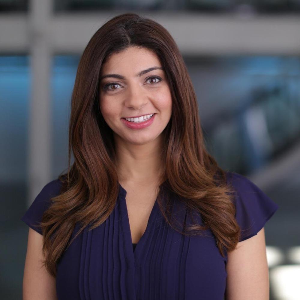 """رنا القليوبي مهندسة و مخترعة مصرية ، أسست شركة أفكتيفا Affectiva بهدف تطوير """"الذكاء العاطفي للأجهزة التكنولوجية"""". وهي شركة تعمل في مجال تحليل الشعور والانفعالات الإنسانية، والتي نشأت داخل مختبر معهد ماساتشوستس للتكنولوجيا. مصدر الصورة  PBS"""
